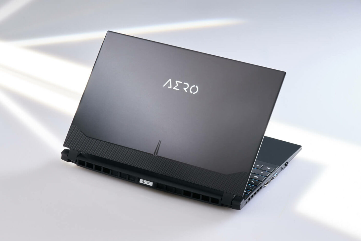 aero-intel-11th-gen-laptop-4