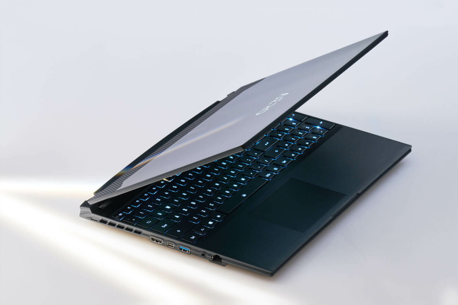 aero-intel-11th-gen-laptop-6