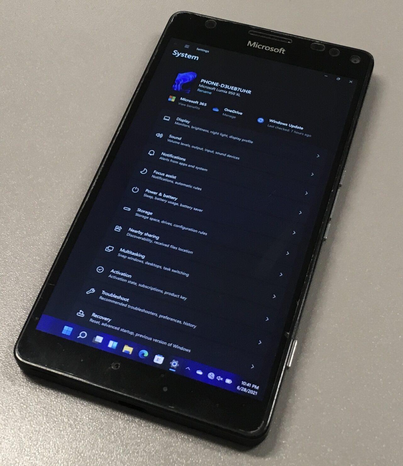 Windows 11 Has Been Ported to Nokia Lumia 950 XL