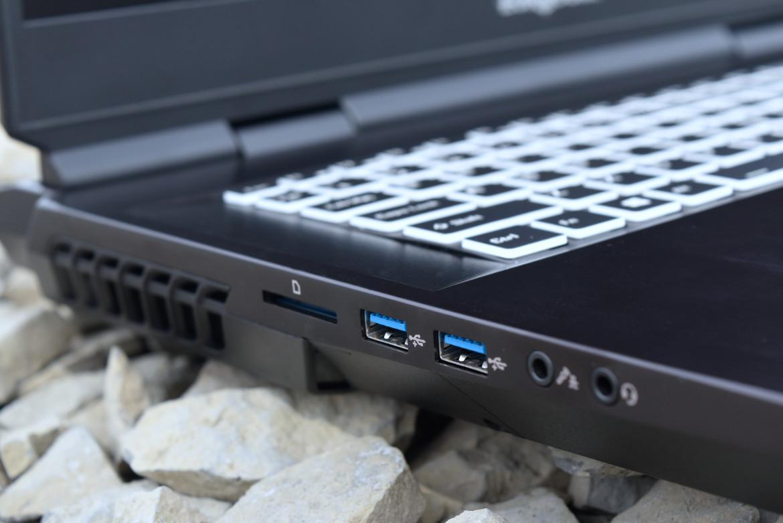 eurocom-sky-z7-r2-laptop-with-intel-core-i9-11900k-rtx-3080-128-gb-ddr4-memory-_13