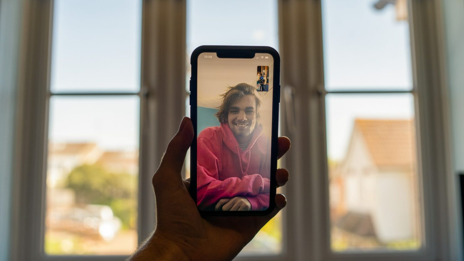 Apple Picked the Worst Looking Android Phone to Showcase FaceTime Links