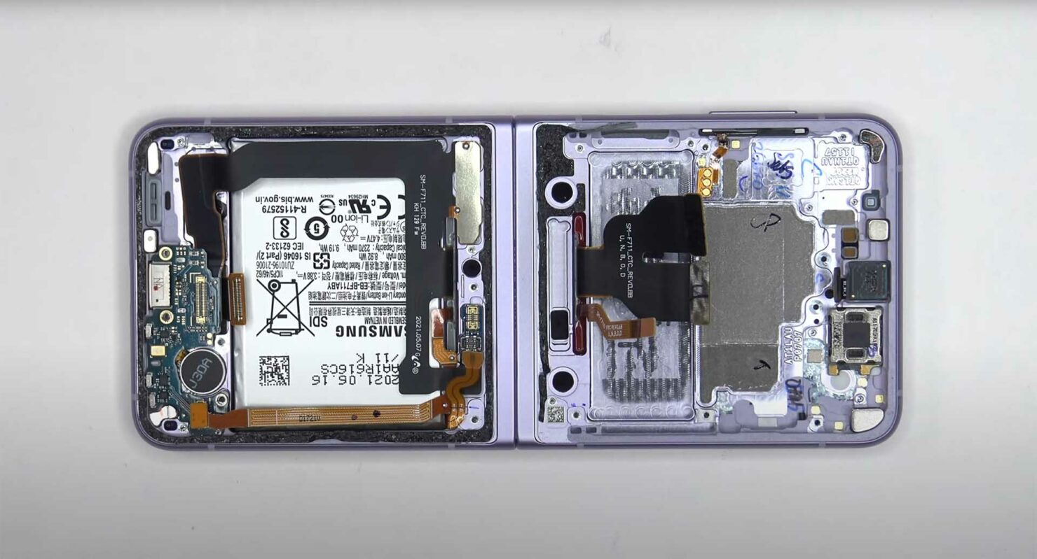First Galaxy Z Flip 3 Teardown Process Shows the Use of a Graphite Pad, Among Other Internals