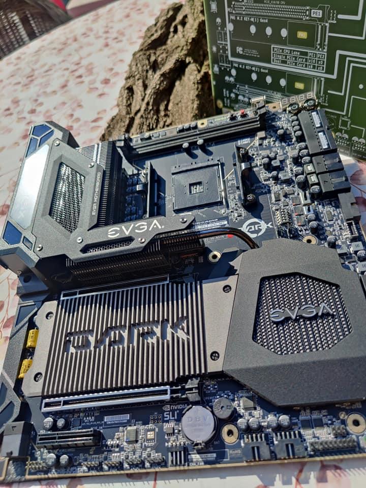 evga-x570-dark-motherboard-unboxing-_3