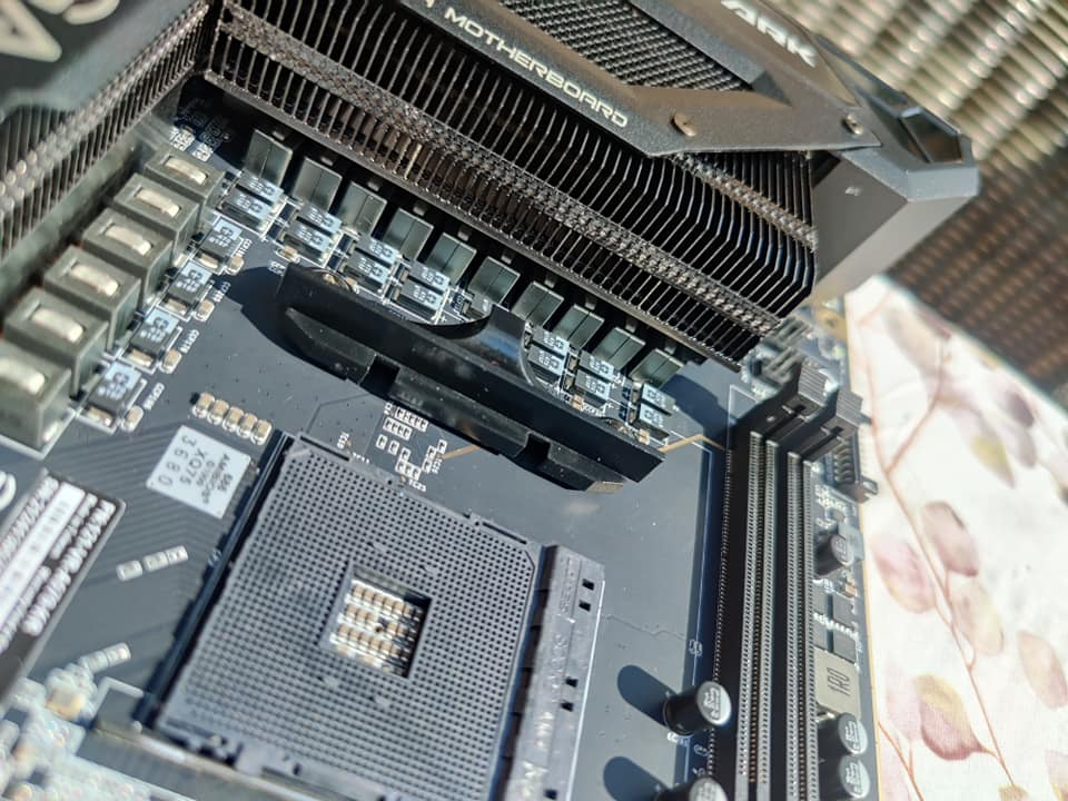 evga-x570-dark-motherboard-unboxing-_4
