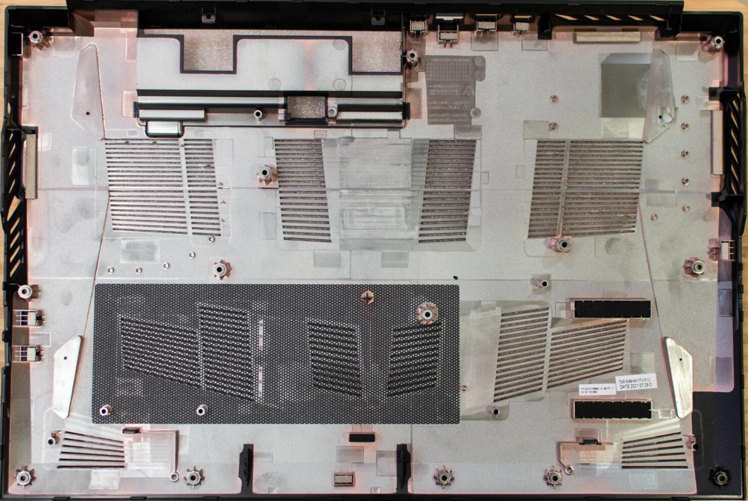 apex17_m21_bottom-case-ventilation_inside